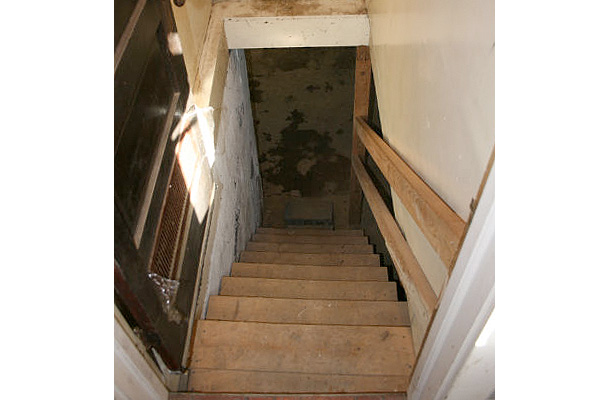 Lighting Basement Washroom Stairs: How To Remodel A Dark Basement