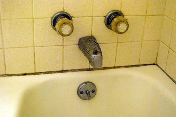 Before Amp After Mishmash Bath Gets Modern Makeover