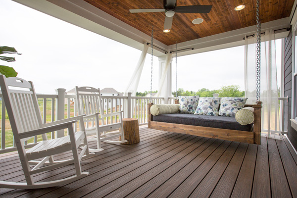 Low-maintenance composite decking