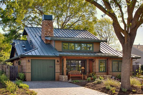 Low-maintenance metal roof