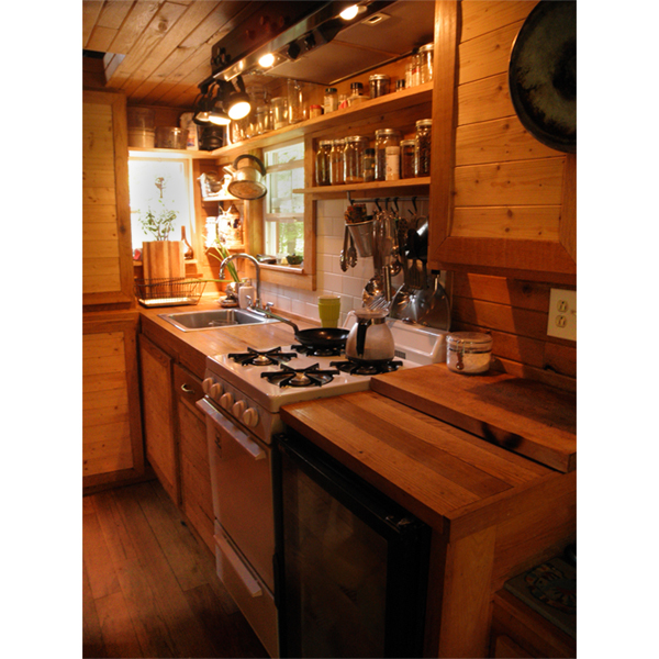 House Kitchen: Very Small House Family